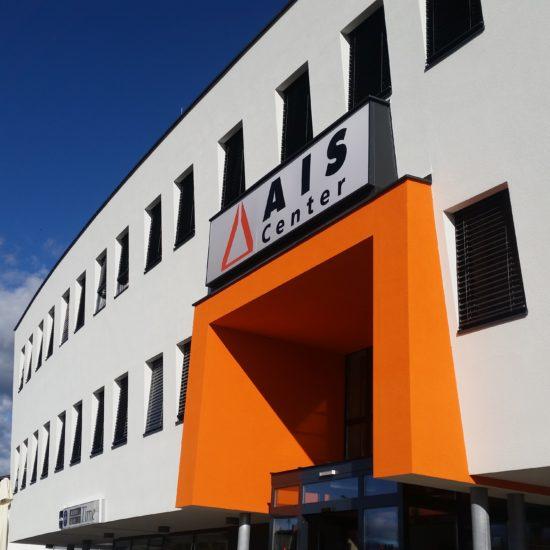 AIS Center in Wolfsberg Detailansicht und Haupteingang